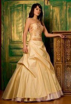 Жёлтое / золотое свадебное платье.