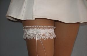 зачем нужна свадебная подвязка